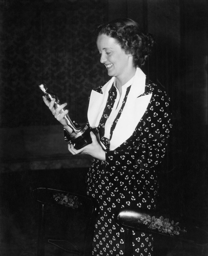 Bette Davis at the 1935 (8th) Academy Awards banquet.